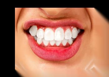 pessoa rangendo os dentes
